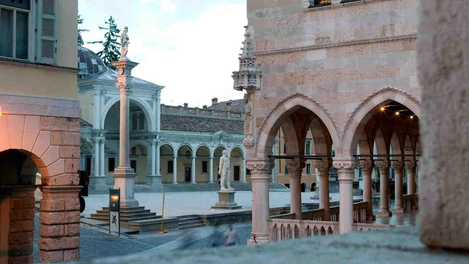 Casa Stuchy Bed & Breakfast Udine Udine-piazza-libertà-location-italiane